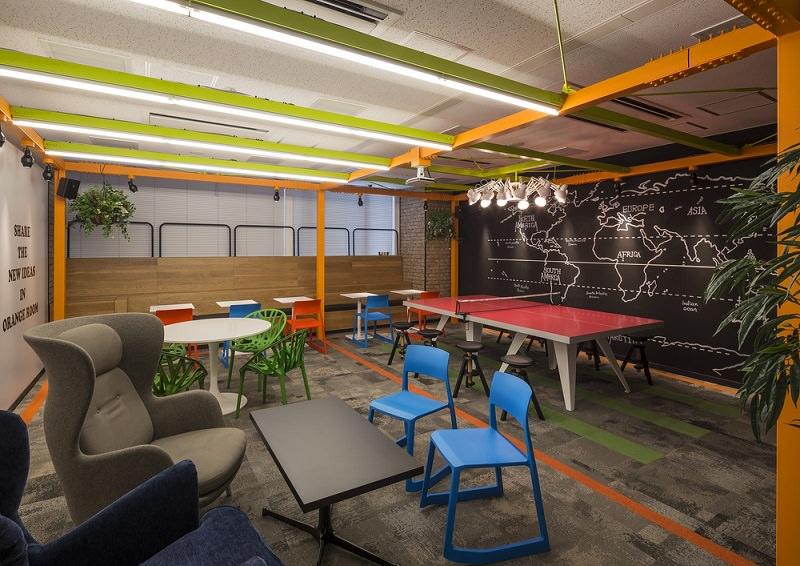 コワーキングスペース「クロスオフィス三田」の共有スペース