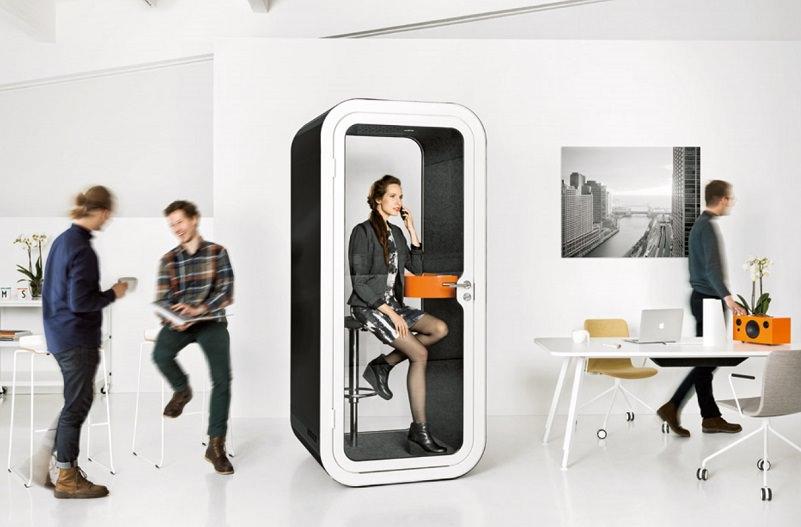 コワーキングスペース「クロスオフィス日比谷」の電話ブース